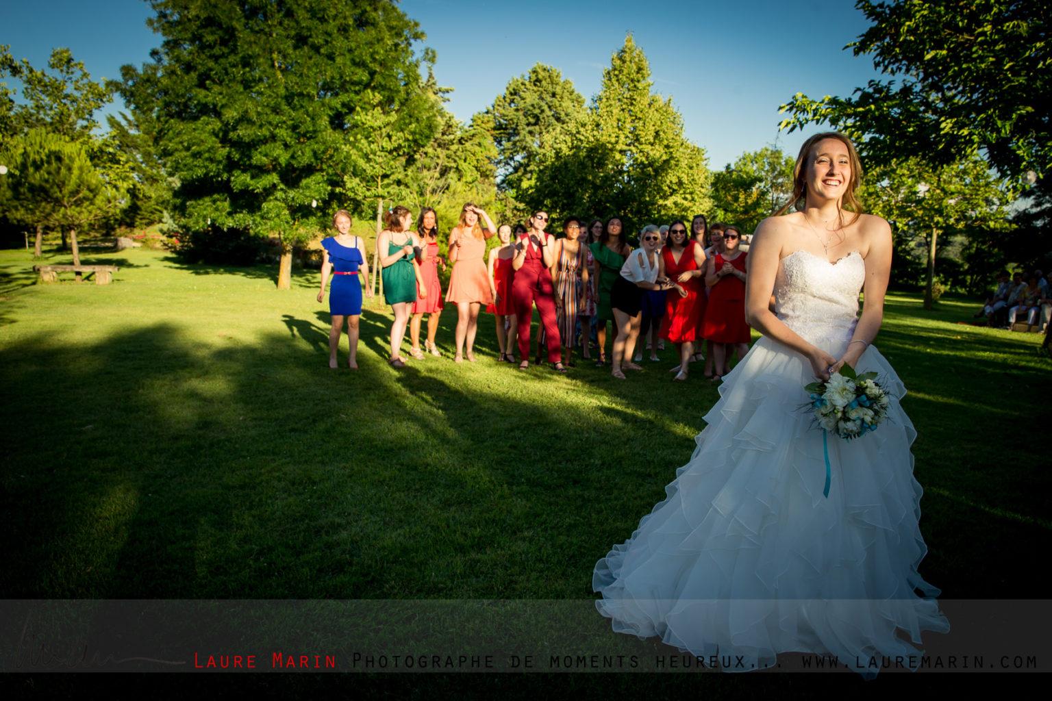 © Laure Marin Photographe Mariage Lancer de bouquet_5567