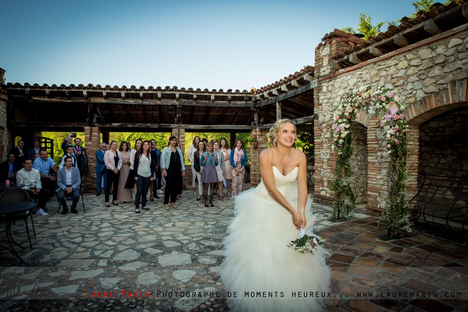© Laure Marin Photographe Mariage Lancer de bouquet_5058