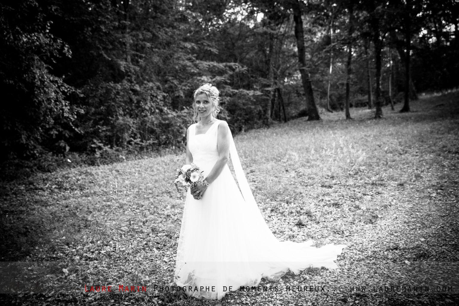 © Laure Marin Photographe Mariage Lancer de bouquet_78102