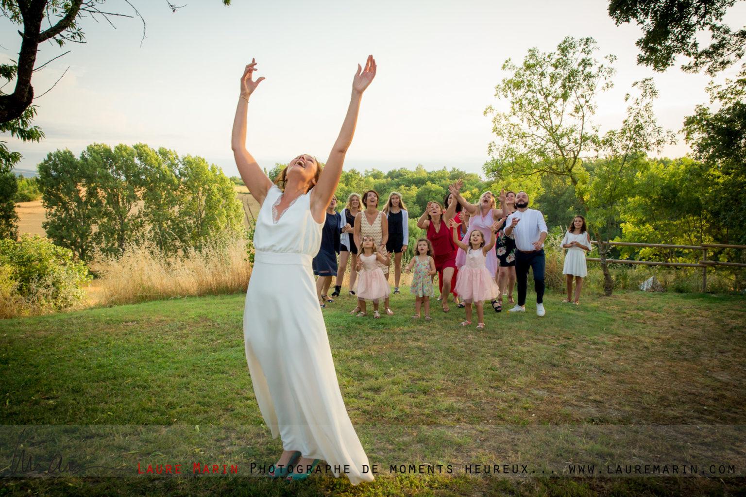 © Laure Marin Photographe Mariage Lancer de bouquet_3941