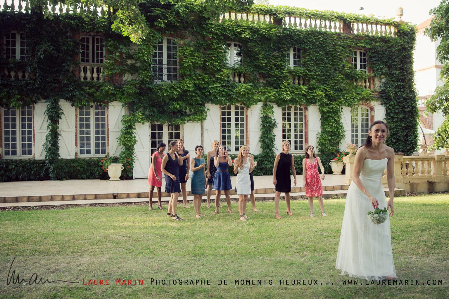 © Laure Marin Photographe Mariage Lancer de bouquet_3840